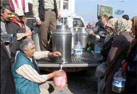 Sütçülerden protesto: Bandırma'da halka bedava süt dağıttılar