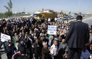 Besiciler Konya'da yol kesti