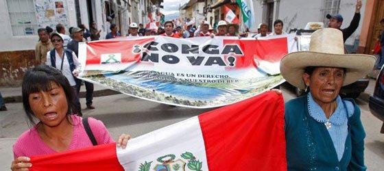 Perulular ABD'li madencilik tekelini protesto ediyor