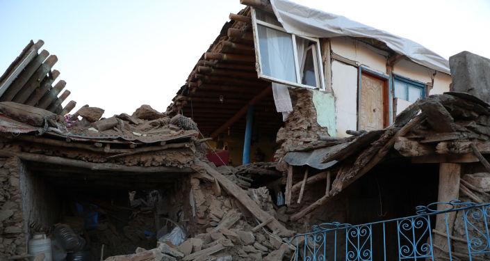 Depremde bir köy tamamen yıkıldı