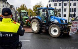 Hollanda çiftçilerinden protesto