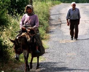 Kadınlar Köyden Kaçıyor
