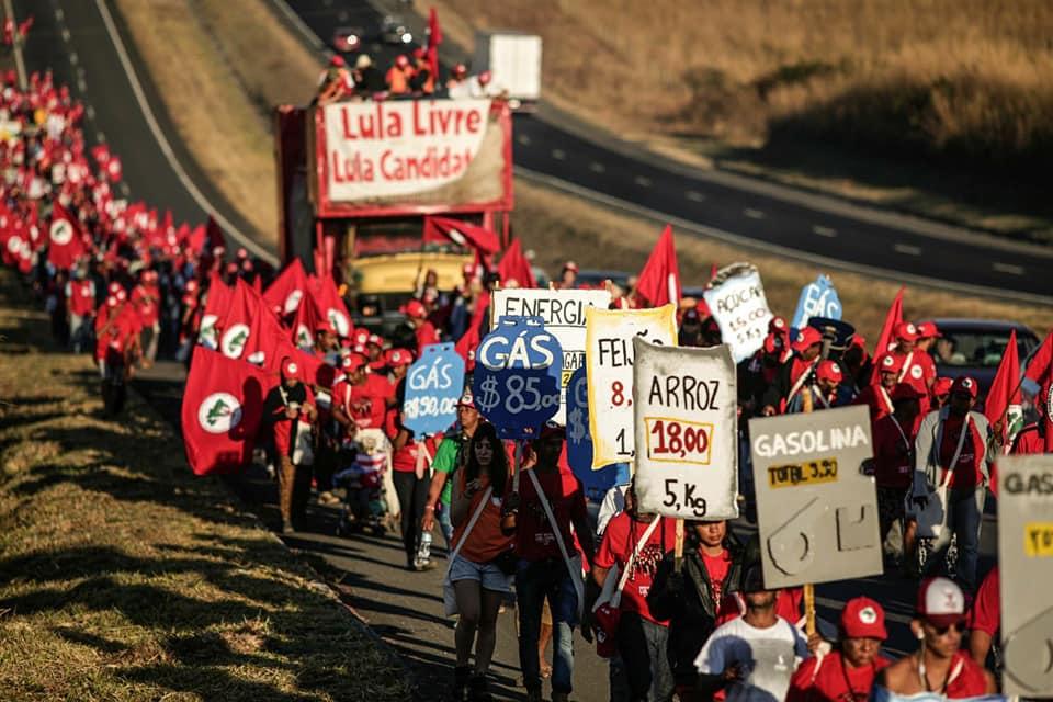 Topraksızlar Lula için yürüyor