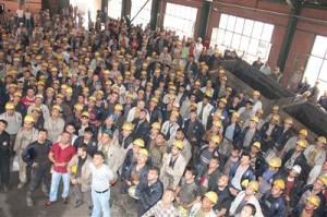 DİSK: Türkiye'de iki kişiden biri çalışmıyor