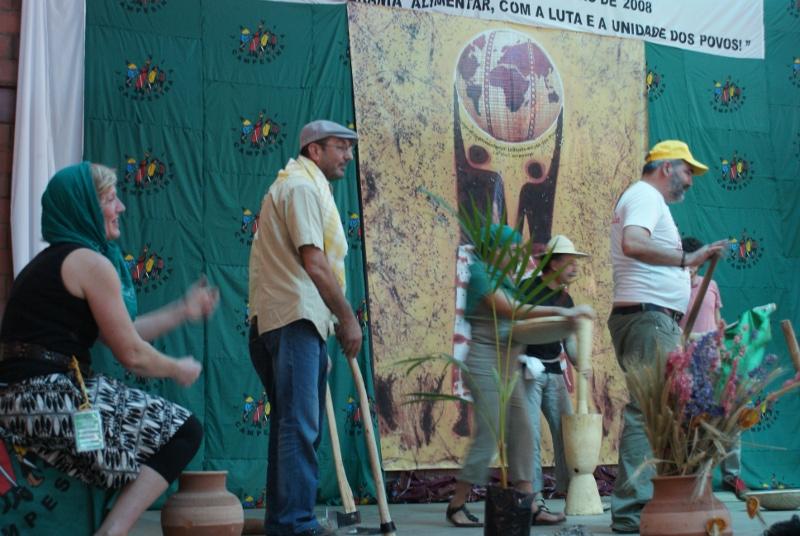 EKVADOR ANAYASASI: Halktan, barıştan, emekten, çiftçiden ve doğadan yana…