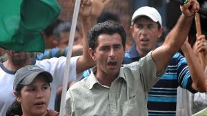 Paraguay'da topraksız köylüler katledildi