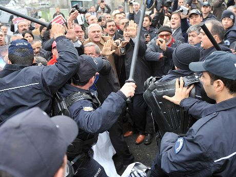 Demokratikleşme paketinde hak mücadelesine hapis cezası