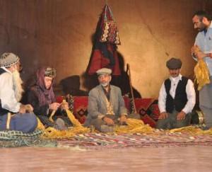 Kürtçe tütün tiyatrosu sahnelendi