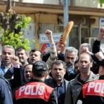 TEKEL işçileri Şahin'i fena kızdırdı