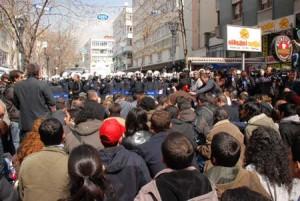 TEKEL işçileri : Saldırlara rağmen direnişe devam