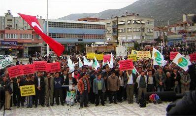 Tütün Üreticileri, IMF ve Dünya Bankası Politikalarını Protesto Etmek İçin Alandaydı….