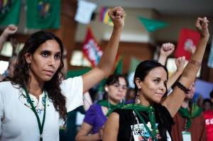 La Via Campesina'nın Kadınları: Hakkımız olan Alanları Yaratmak ve İşgal Etmek / Nettie Wiebe