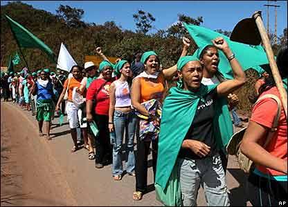 """La Via Campesina: Dünyanın en zengin ülkelerinin """"gıda gaspına"""" hayır!"""
