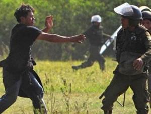 Bolivya hükümeti Amazon'u ortadan bölecek otoyol inşaatı yüzünden sallanıyor