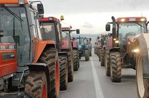 Yunanistan'da çiftçiler sokaklarda